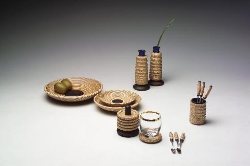 적층목을 응용한 식탁용품 디자인